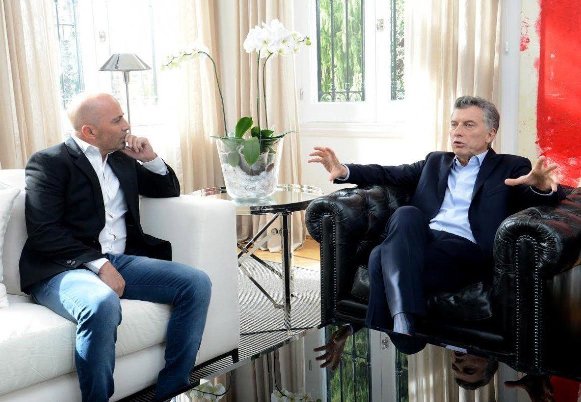 dEl Presidente dialoga con Sampaoli en el encuentro que hace unos meses tuvieron ambos en Olivos.