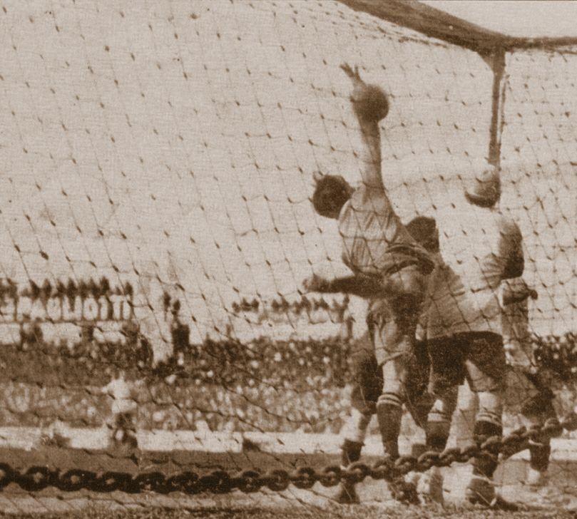 dEl gol fue reconocido como el primero en su forma.