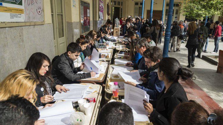 Fiscales electorales: guardianes de los votos