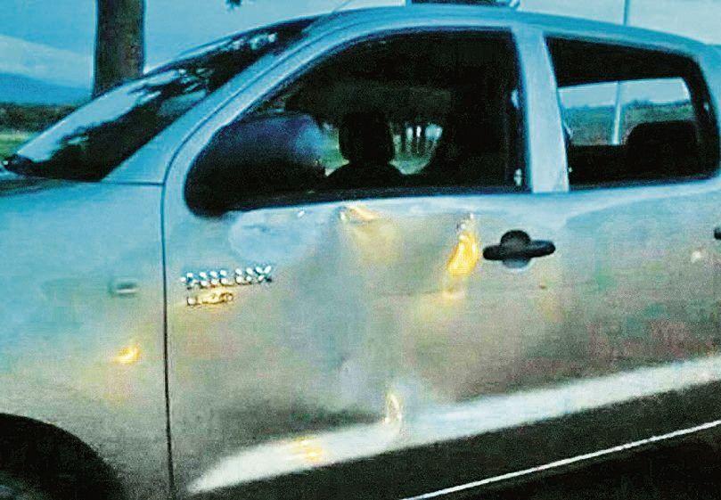 Avruj denunció que su  auto fue apedreado por encapuchados