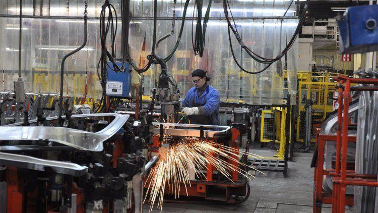 El PBI bajó 5,8% interanual en el primer trimestre