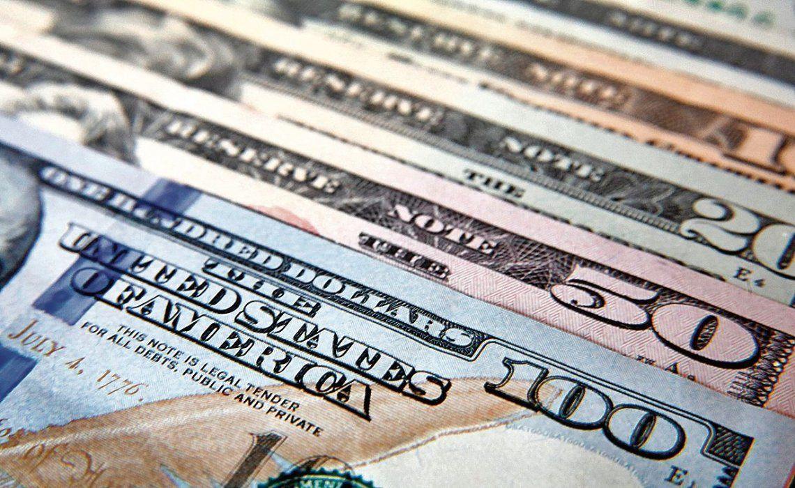 El dólar bajó 33 centavos y se ubicó por debajo de los $19