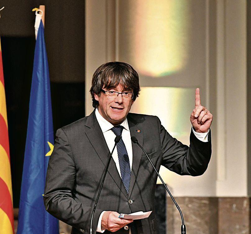 Puigdemont dice que seguirá lucha por la independencia