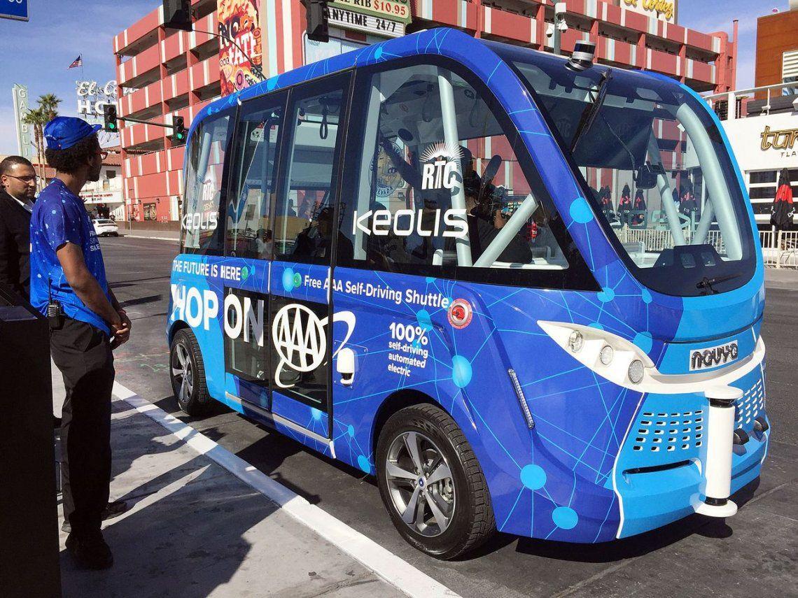 El debut del autobús autónomo de Las Vegas acabó en choque