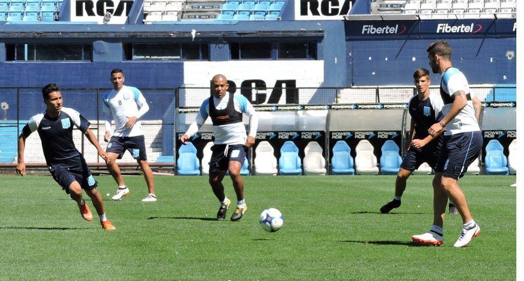 Pensando en Boca, Cocca incluyó al Pulpo González en el once de Racing