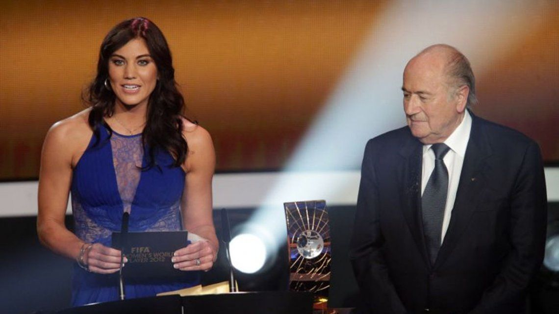La arquera de Estados Unidos acusó a Blatter de palparle la cola