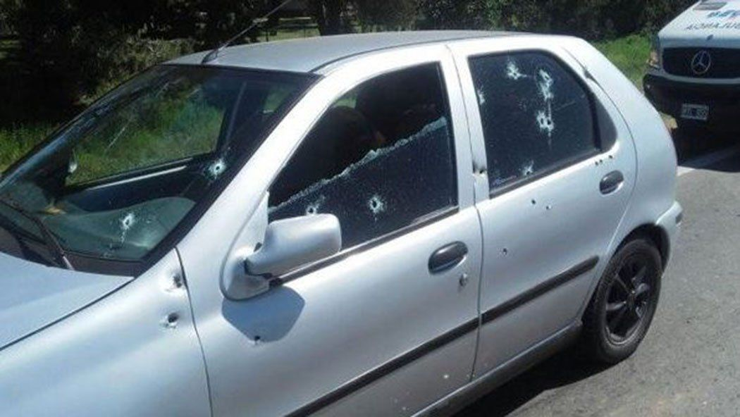 Ajuste de cuentas en Rosario: acribillan un auto y asesinan a tres jóvenes
