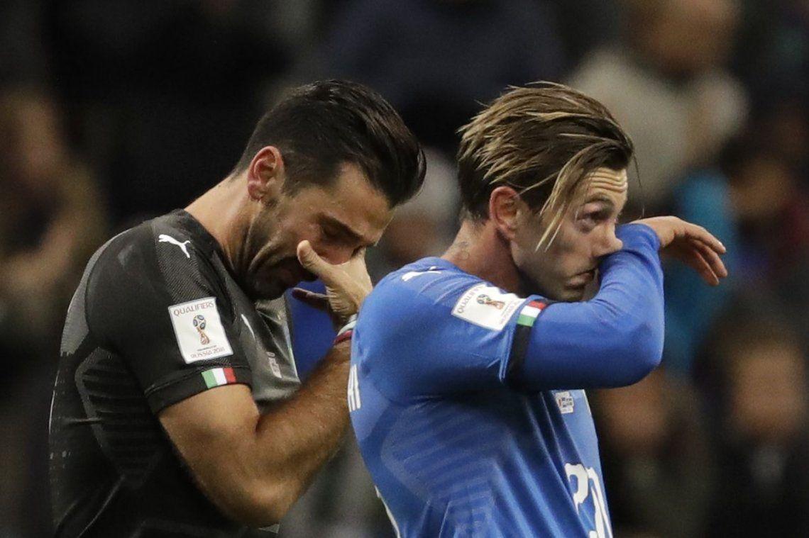 Buffon, el arquero leyenda, anunció entre lágrimas su retiro de la Selección tras el fracaso