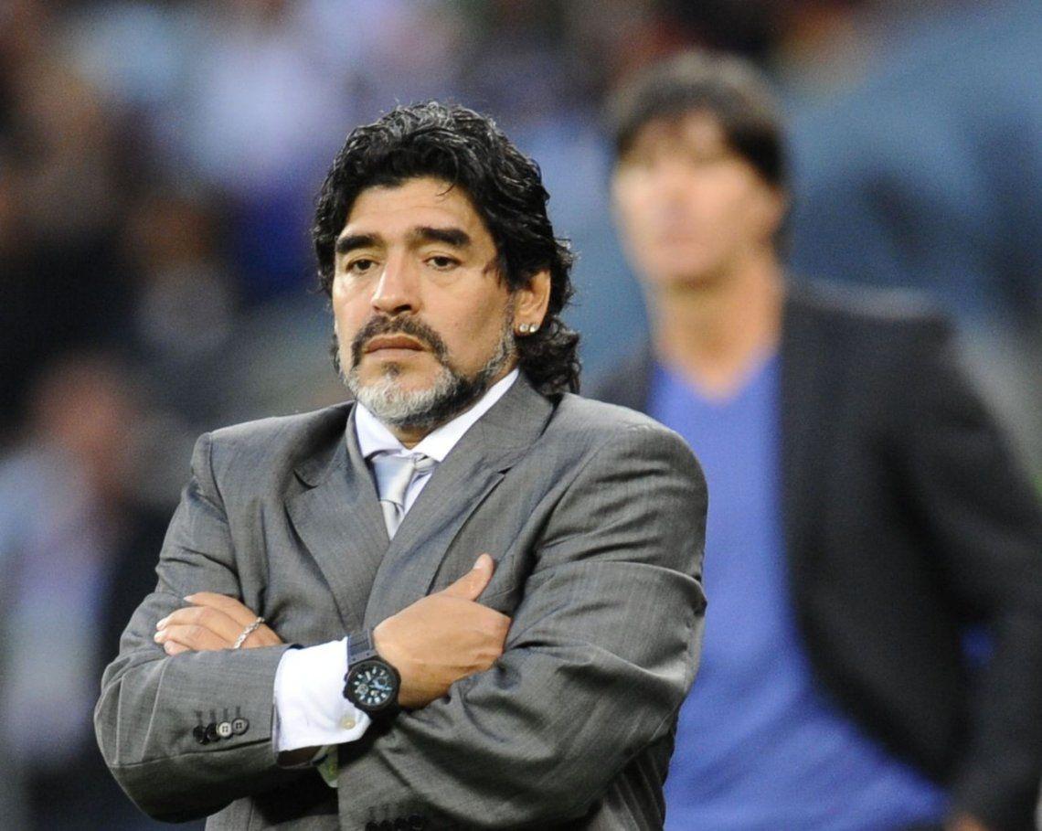 Maradona explotó contra la AFA y Sampaoli: Regalan prestigio, los pibes no tienen la culpa