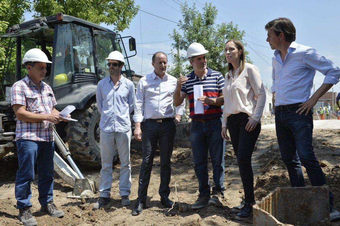 Vidal supervisó obras de un aliviador pluvial en Lomas de Zamora