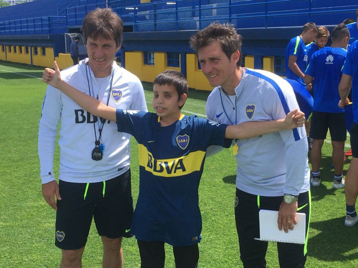 Foto: Thiago con los Mellizos Barros Schelotto - @TanoAngelici
