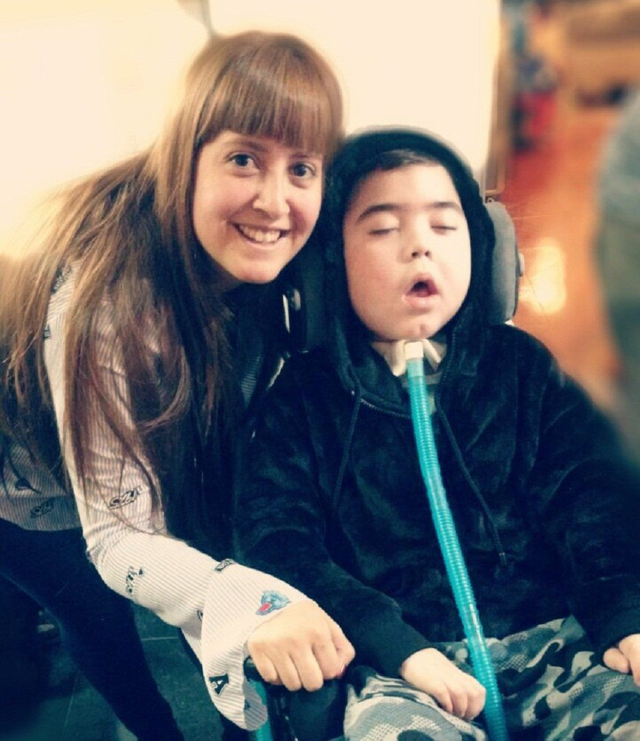 Tiene 7 años, es electrodependiente y está hace 30 horas sin luz