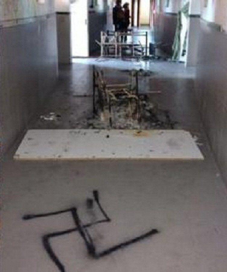 Incendio y cruces evásticas en una escuela