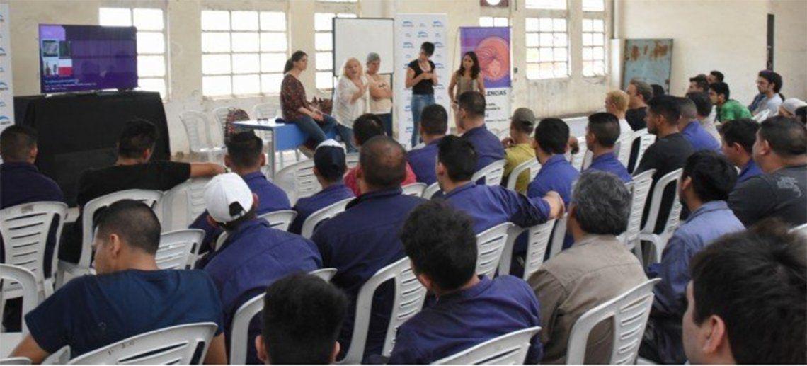 San Martín lanzó la línea de asistencia 144, para casos de violencia de género