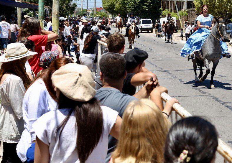Ezpeleta celebró sus 145 años con un desfile tradicionalista