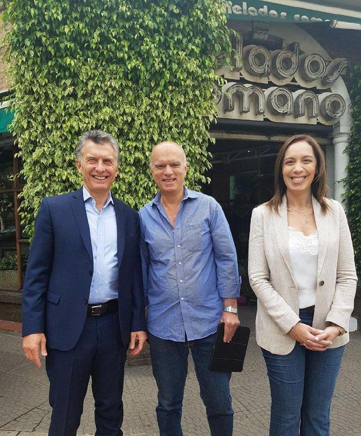 Macri,  Vidal y  Grindetti se juntaron en una esquina