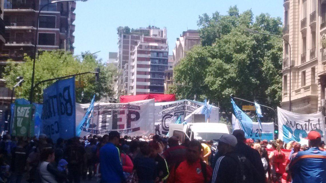 Gremialistas y movimientos sociales protestaron por la muerte deRafael Nahuel