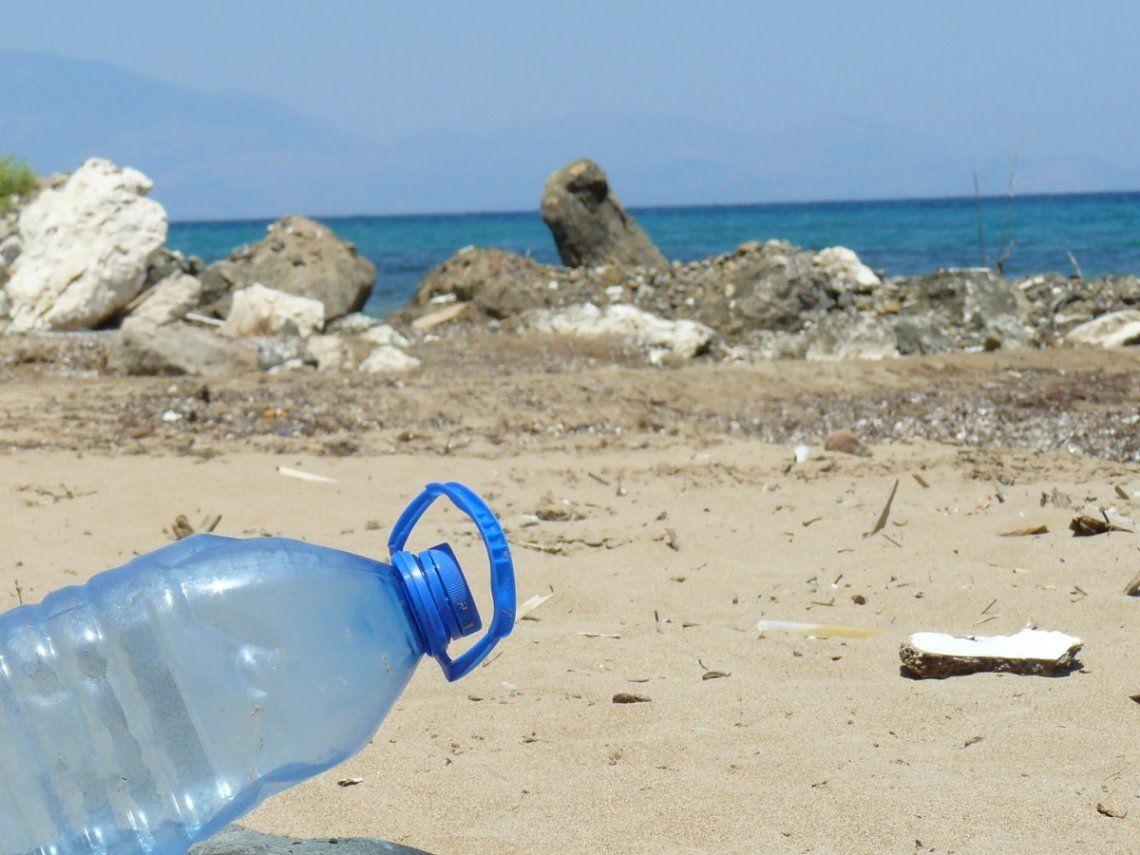 El plástico sobre las playas de la Provincia, una amenaza al futuro