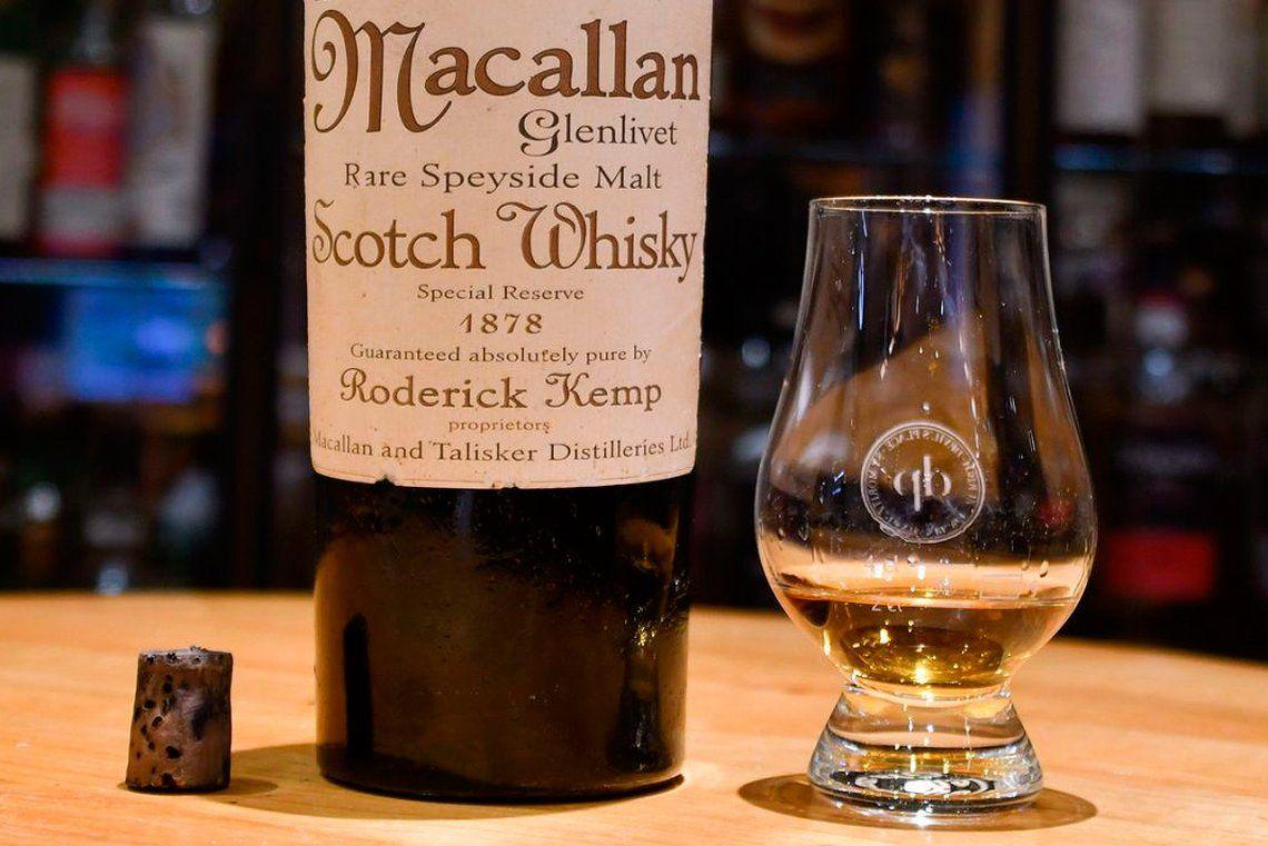 Pagó cerca de  U$S 10.000 por un  vaso de whisky que resultó ser falso