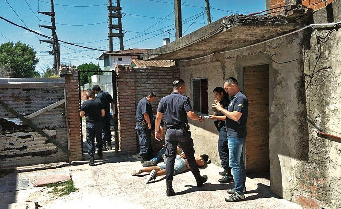 Policía herido de 5 balazos al tratar de evitar un robo