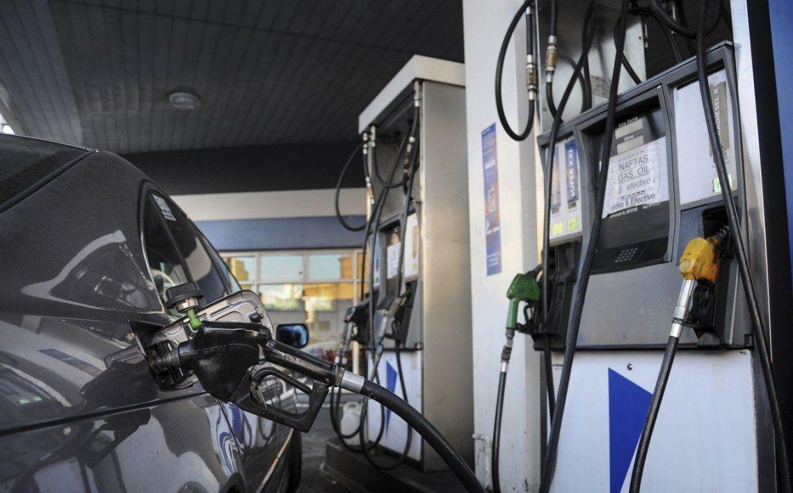 El precio de la nafta es de los más altos de la región