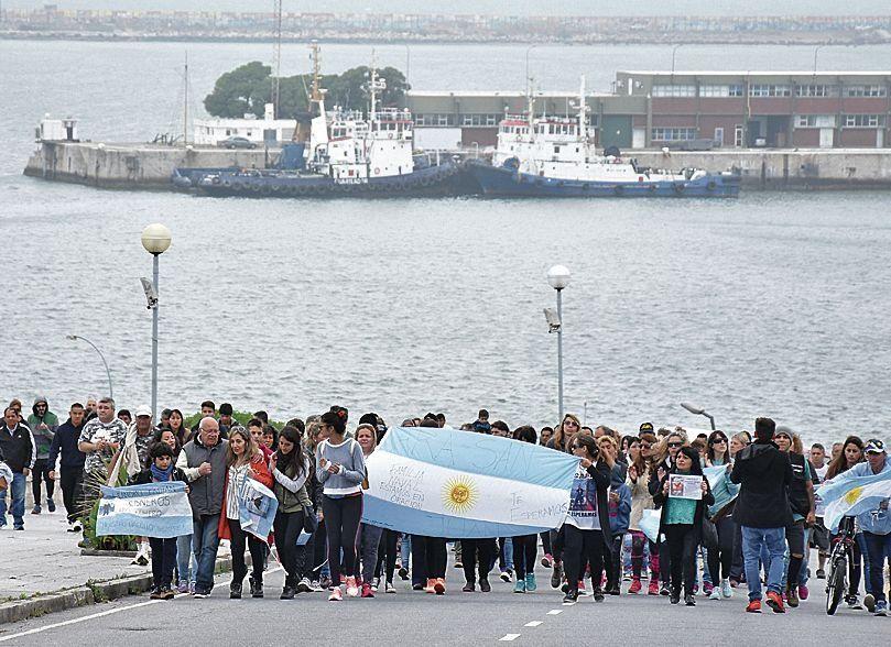 dLa caravana se inició en la Base Naval de Mar del Plata y culminó en la Catedral.