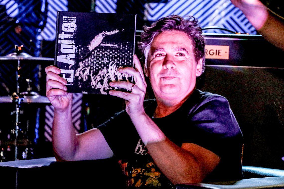 Morón presentó El agite, el libro sobre las bandas de rock del Oeste