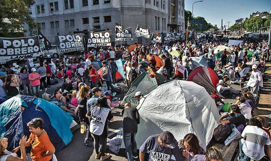 dEl Polo Obrero hizo ayer un acampe frente al Ministerio de Desarrollo Social para reclamar un bono de fin de año.