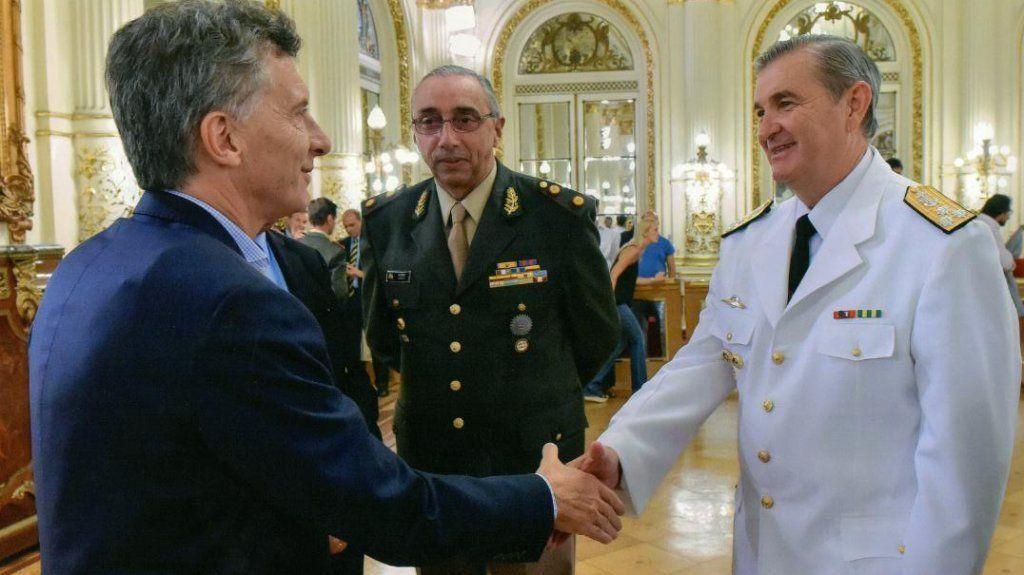 El jefe de la Armada rompió el silencio: Si no me relevan, voy a seguir en la función
