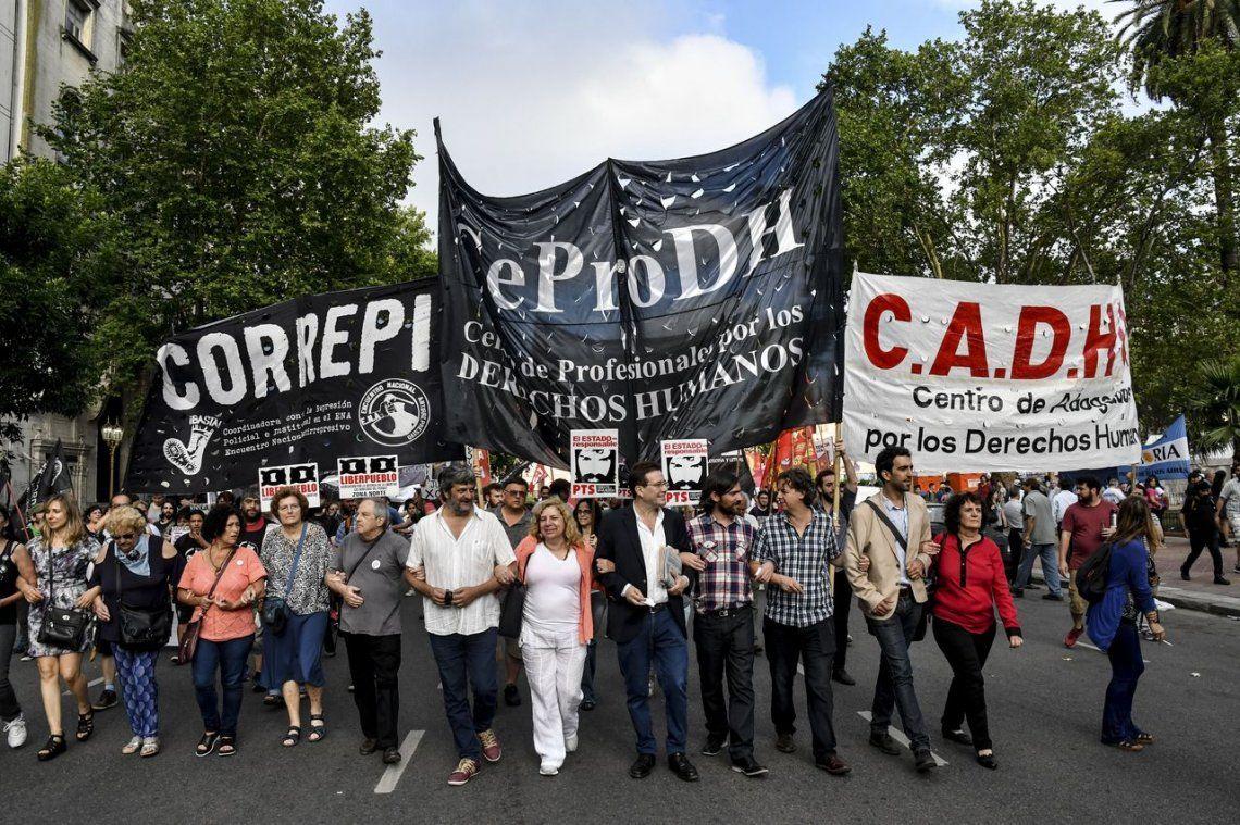 Multitudinaria marcha contra la Persecución a opositores