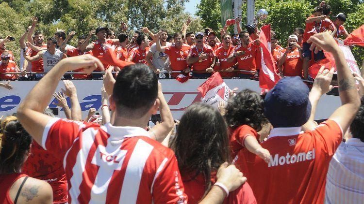 Las postales de la caravana de Independiente y sus hinchas tras ganar la Copa