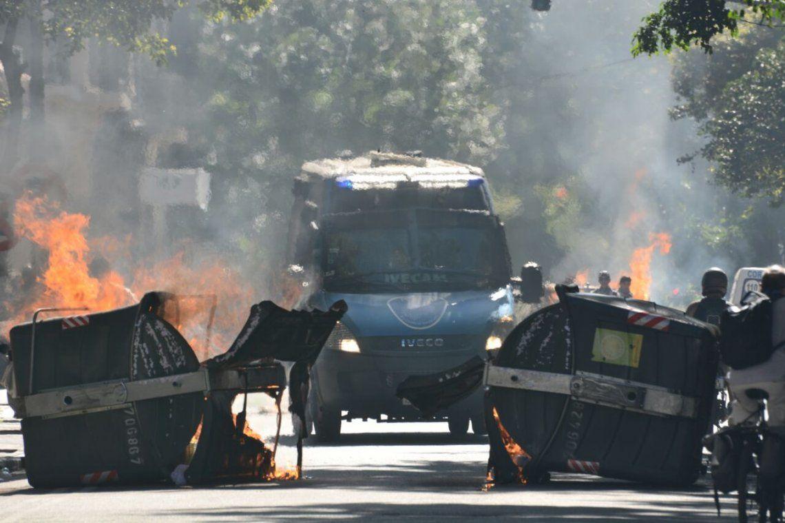 Incidentes, detenidos y heridos en la plaza del Congreso mientras se discutía la ley