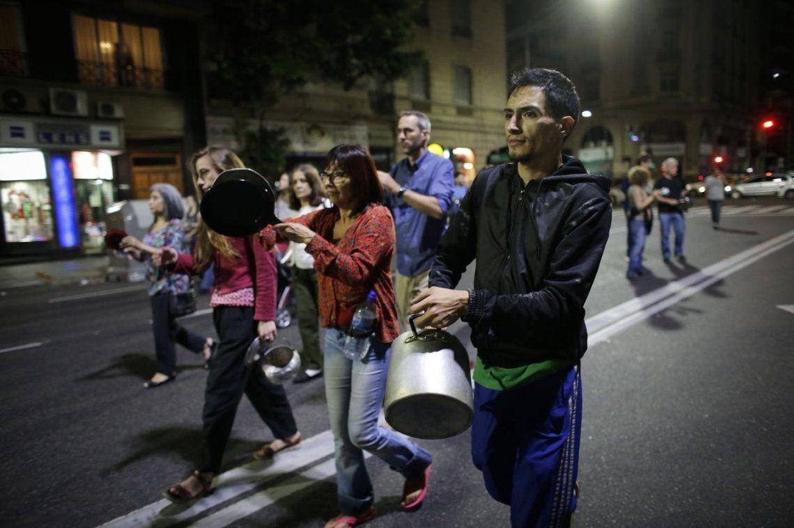 Un cacerolazo en contra de la reforma retumbó en la Ciudad y el Conurbano