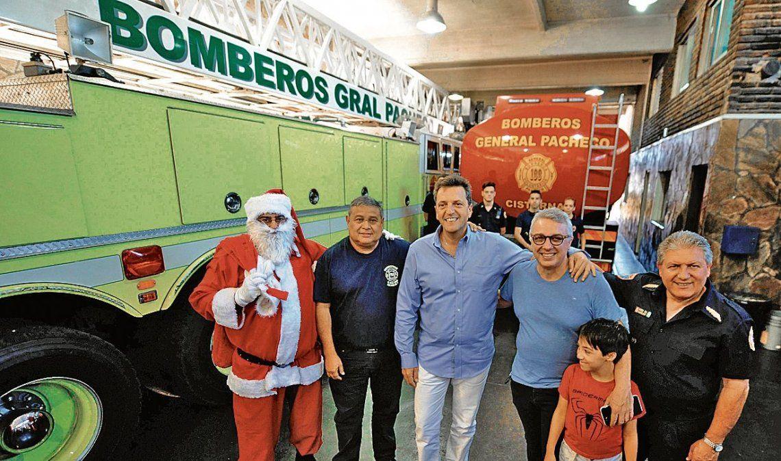 En el cuartel de Bomberos de General Pacheco y en el hogar Santa Rosa también estuvo Papá Noel