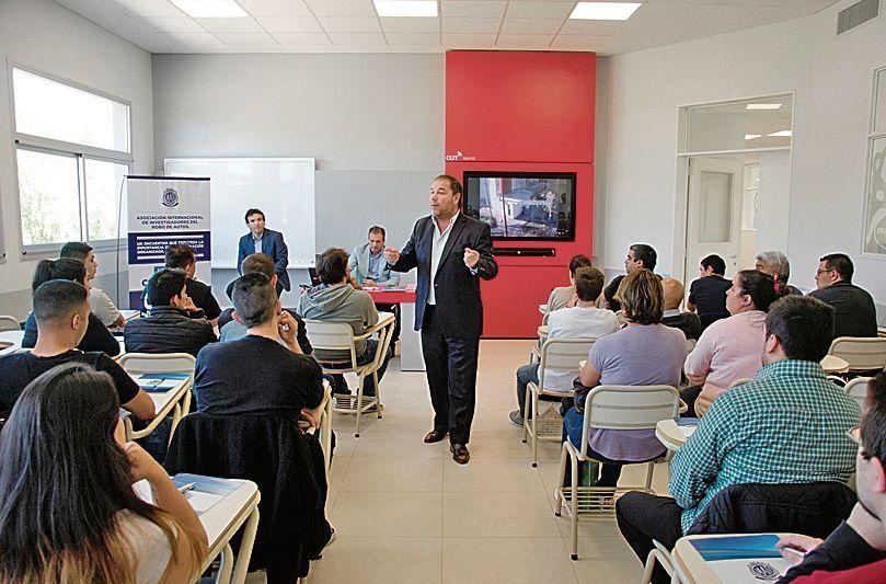 Los encuentros tuvieron lugar en el Centro Universitario de Tigre.