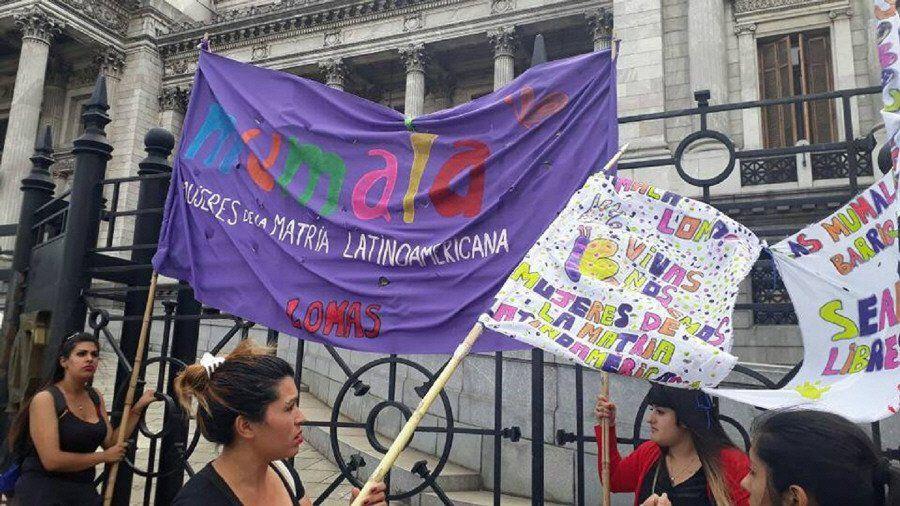 Mujeres con poco trabajo, poca ayuda y  víctimas de violencia
