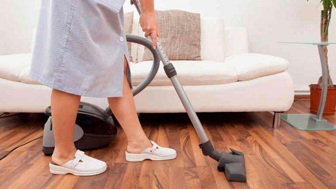 Empleadas domésticas recibirán 15% de salario adicional por lo perdido en 2018