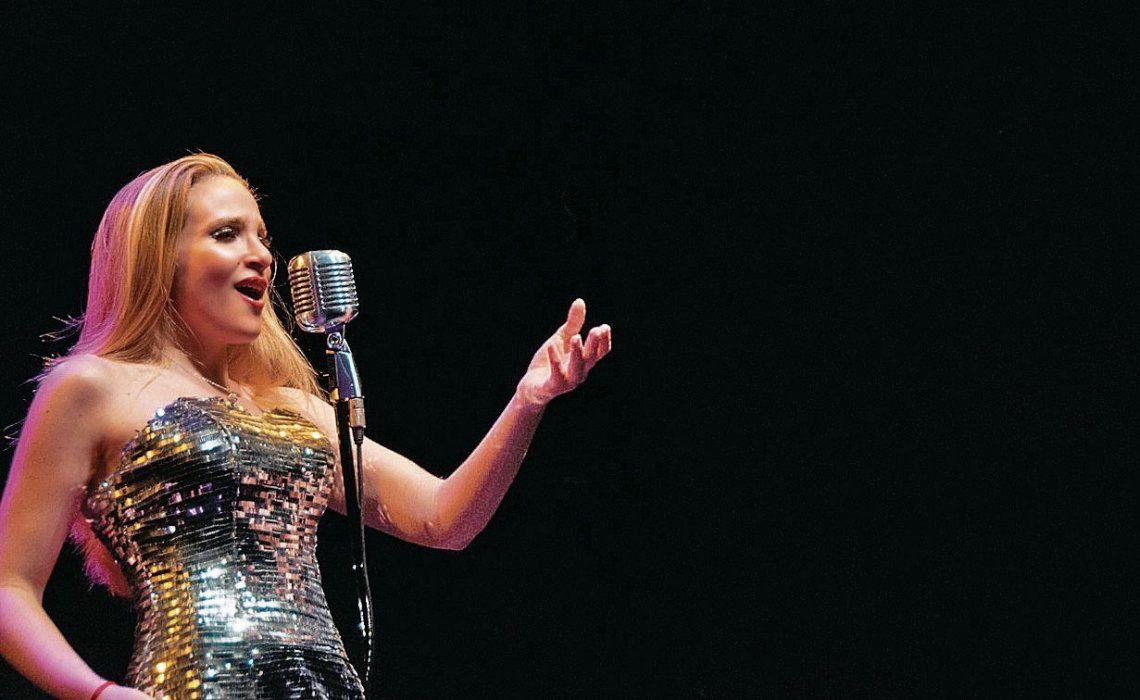 dDemarco se dedica desde hace cinco años a cantar boleros.
