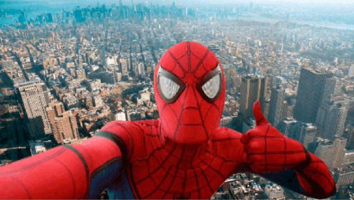 Joven disfrazado de Spiderman cayó de edificio al tomarse una selfie