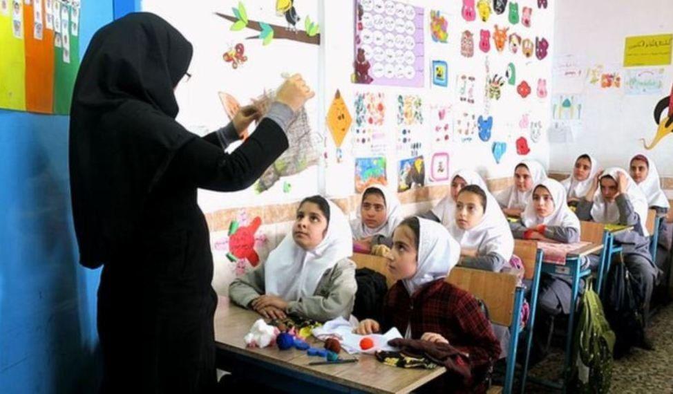 Iránprohibió la enseñanza de idioma inglés en las escuelas primarias