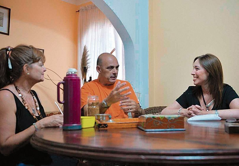 dLa gobernadora Vidal junto a Viviana y Jorge