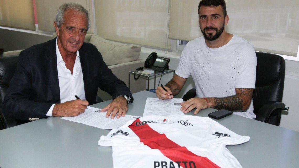 Oficial: Pratto firmó contrato con River y ya lució la casaca