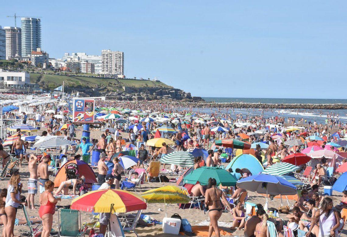 Sol a pleno, 33 grados y nada de viento: el día perfecto en las playas de Mar del Plata