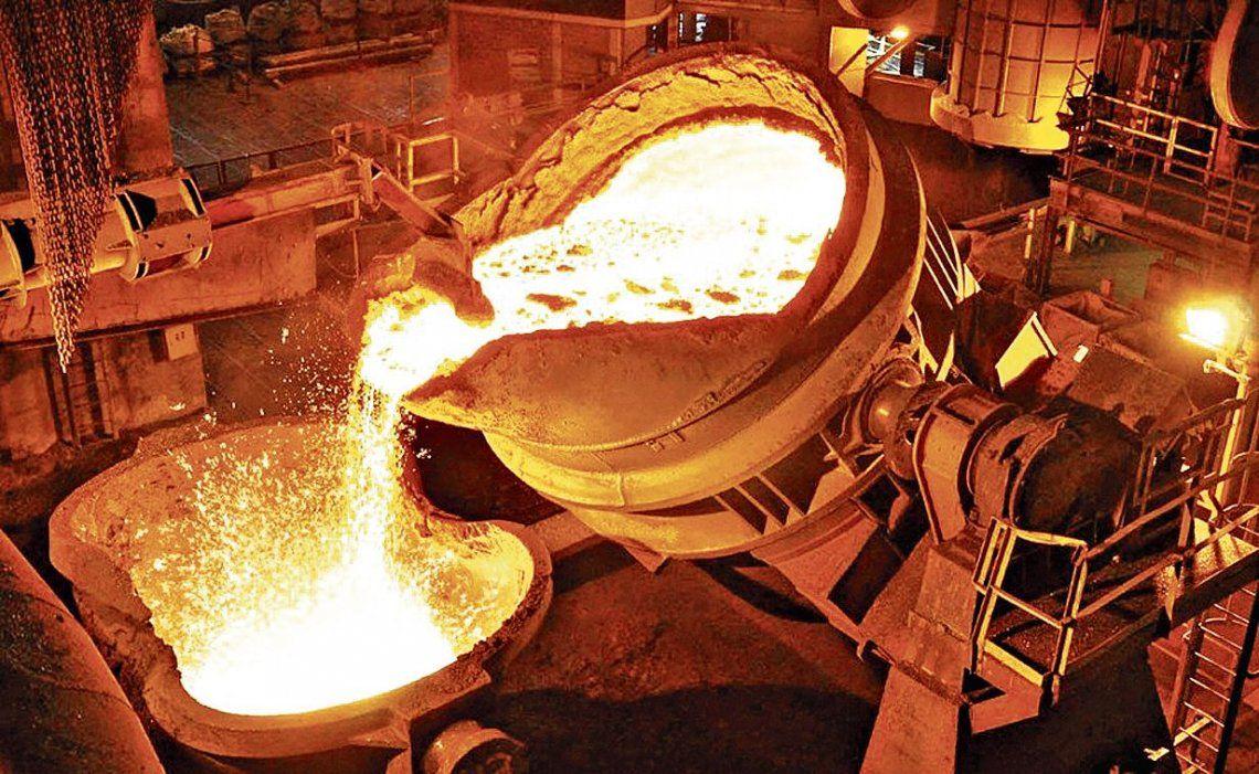 dEn el sector siderúrgico se registró un aumento en el uso de las plantas productivas.