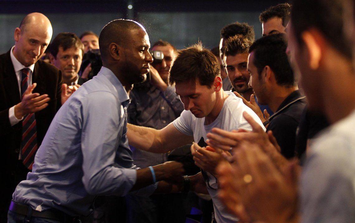 Abidal contó cómo fue su dura lucha contra el cáncer y dejó en offside a Messi