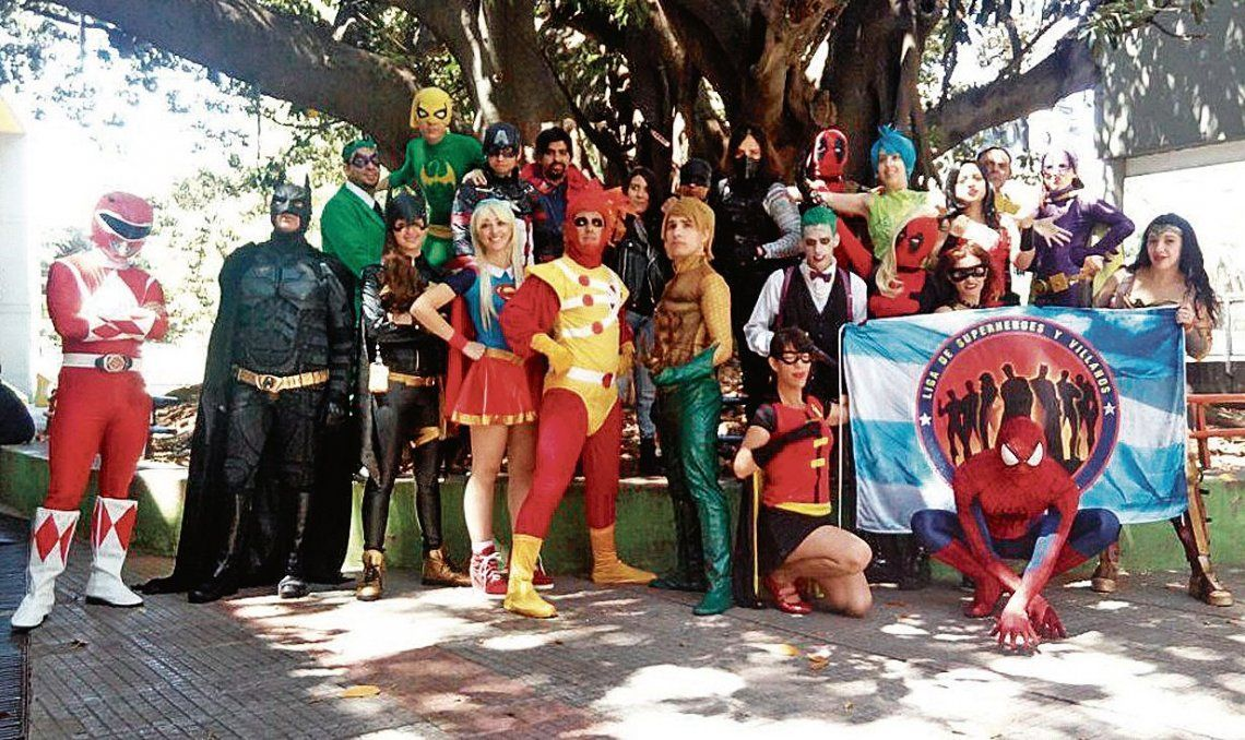 dDecenas de personajes recorrieron la institución de Barracas.