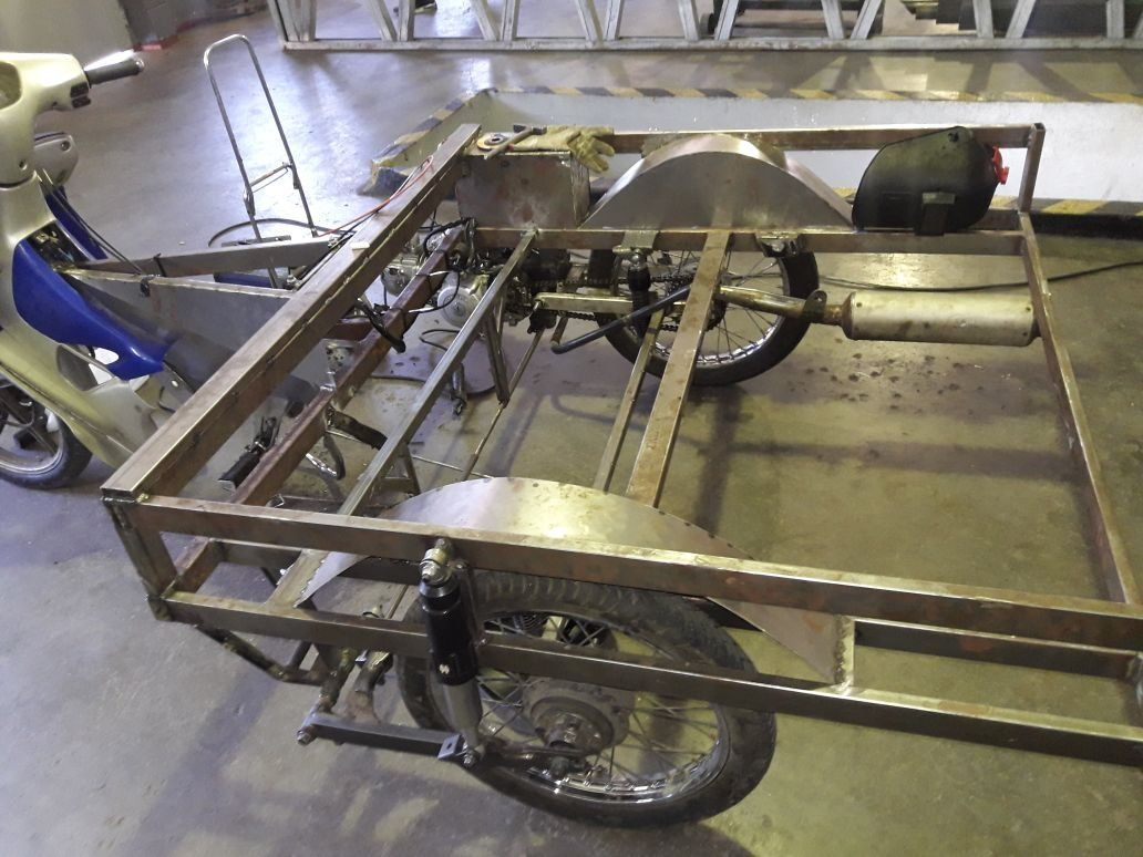 Presos  fabrican un triciclo para evitar tracción a sangre