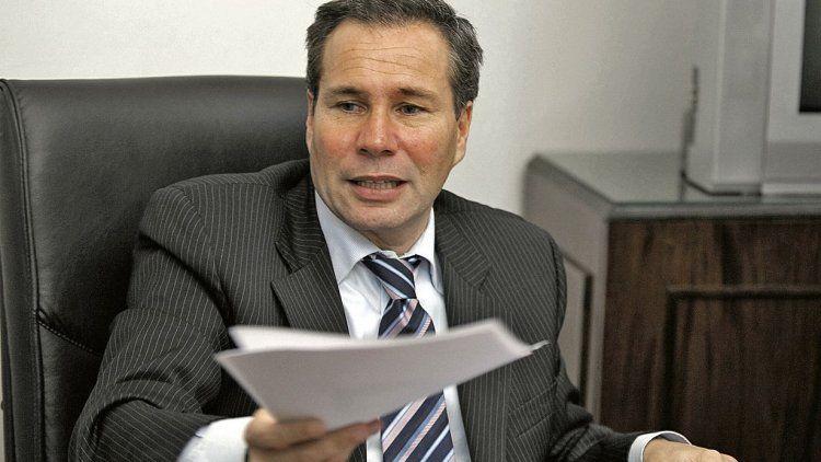 dCuatro días después de denunciar a la ex presidenta, Nisman apareció muerto en el baño de su casa, con un balazo en la sien derecha.