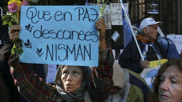 Homenajean a Nisman en el cementerio israelita de La Tablada