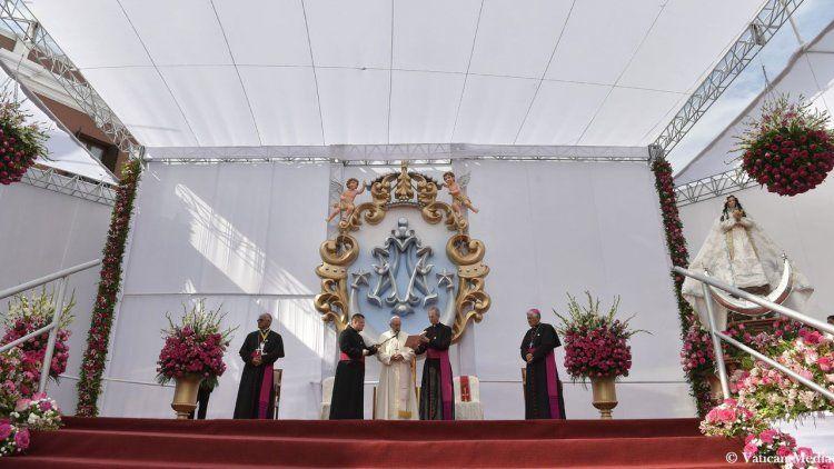 Francisco cierra una gira plagada de denuncias por Sudamérica